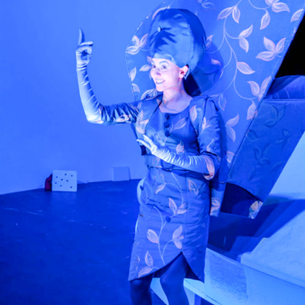 Scarlett Pulwey Buehnenfotos_0001_Bergere-Oper-Lenfant-et-les-sortilèges-1024x1024